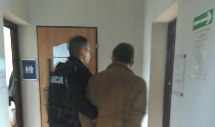 Znieważył policjanta. Agresywny 59 - latek stanie przed sądem