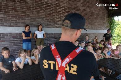 Policjanci i strażacy o bezpieczeństwie z najmłodszymi