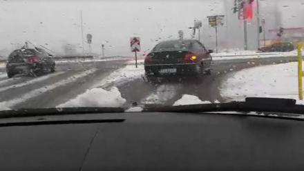 Silne opady śniegu - bardzo ślisko na śląskich drogach!