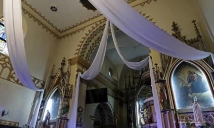 Mikołów: Bp Marek Szkudło poświęcił nowy ołtarza kościoła w Mokrem