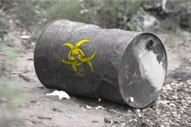 Nielegalne składowiska odpadów niebezpiecznych zagrażają środowisku. Nie bądź obojętny!