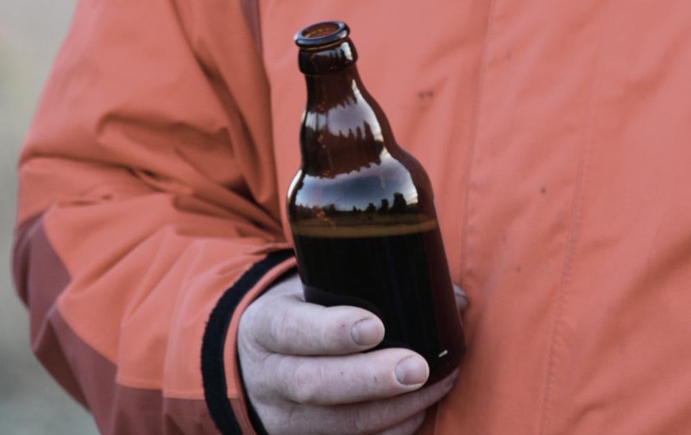Mikołów: Plaga pijących alkohol w centrum Mikołowa. Jak rozwiązać ten problem?