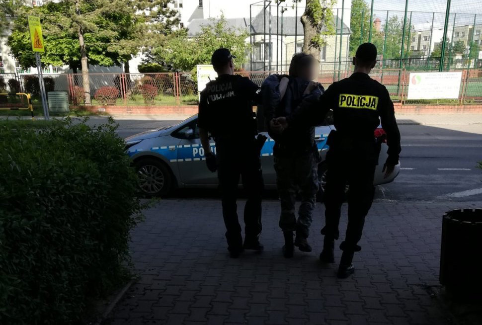 Sprawca podpaleń śmietników w rękach policjantów
