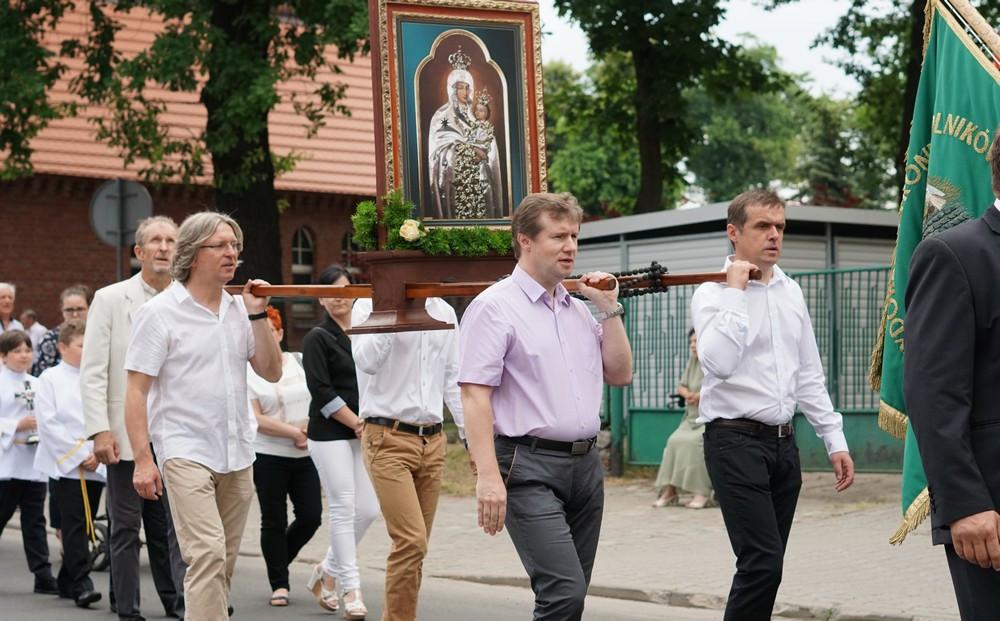 Mikołów: Ulicami miasta przeszła procesja Bożego Ciała [ZDJĘCIA]