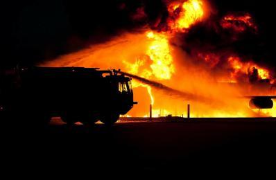 Ogromny pożar hali magazynowej w Mikołowie - 150 strażaków walczyło z ogniem