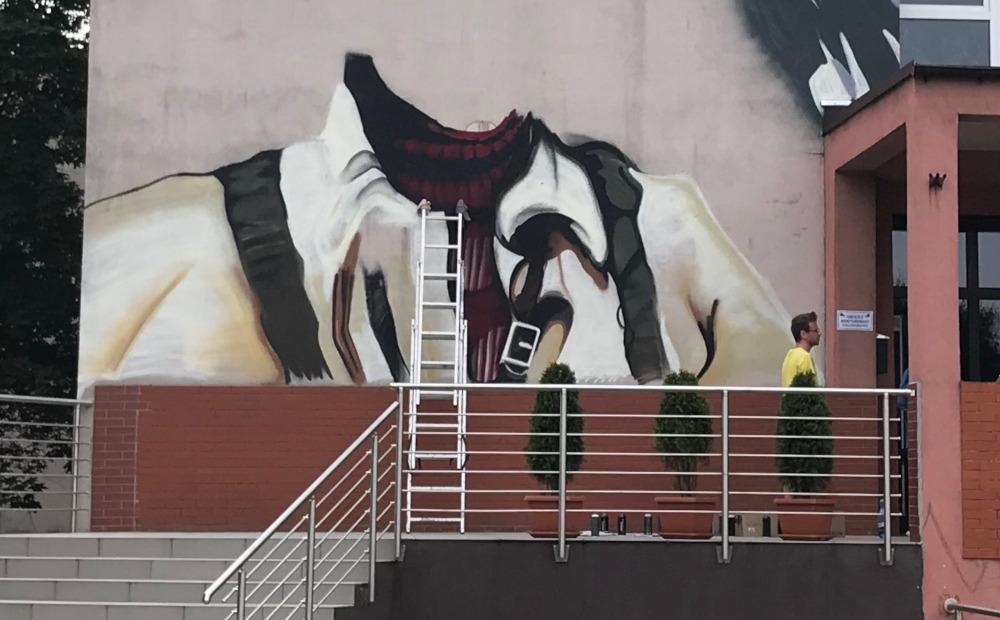 Na ścianie SP nr 10 rośnie mural!