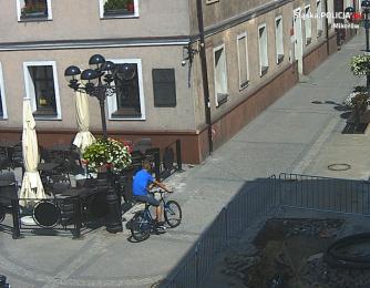Jadąc rowerem potrącił 86-latka. Publikujemy wizerunek. Rozpoznajesz sprawcę?