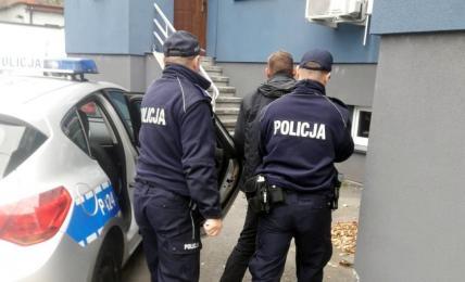 39-letni mikołowianin ukradł ponad 3 tys. zł. z pozostawionego w autobusie plecaku