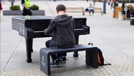 Mikołów śladem Katowic? W mieście może stanąć całoroczny fortepian. Zdecydują mieszkańcy