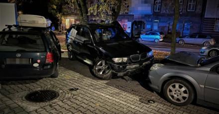 Pijana 22-latka w BMW X5. Uciekała przed policją, staranowała 3 samochody