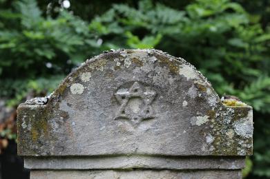 Jesienne porządki na Cmentarzu żydowskim